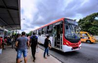 Protestos contra reajuste da passagem de ônibus bloqueiam vias em Maceió