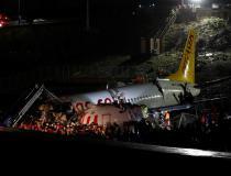 Equipes de resgate confirmam 3 mortes e ao menos 179 feridos em avião que partiu no pouso, na Turquia