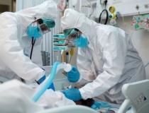 Quase mil cidades temem falta de remédios do kit intubação, diz pesquisa