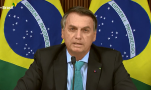 Bolsonaro sugere orações em sessões do STF e fala na intenção de indicar André Mendonça à corte