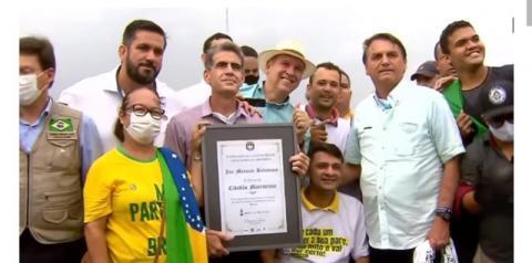 FAKE: Bolsonaristas entregam