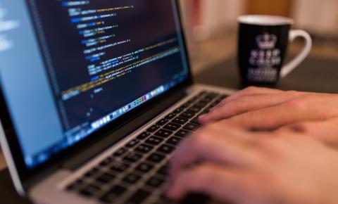 Análise de sistemas: vaga de emprego depende de formação constante, alertam profissionais do mercado