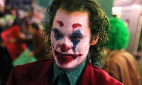 Homem imita Coringa e causa pânico em sessão do filme no Recife