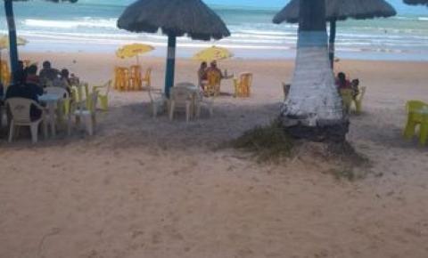 Comerciantes amargam prejuízo com redução de vendas em praias sujas de óleo em AL
