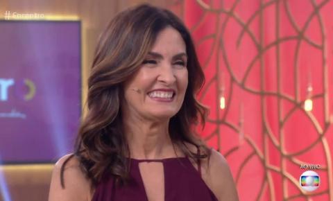 Fátima Bernardes se assusta ao ver quanto tempo passou no celular em 2018