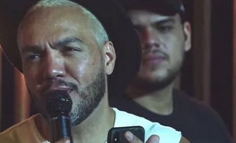 Em live, Belo é cobrado de dívida milionária: 'Você vai pagar o Denílson?'