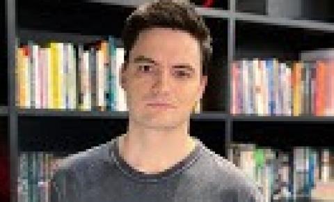Felipe Neto se dispõe a pagar os estudos de menina de 10 anos estuprada pelo tio