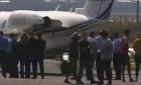 Ronaldinho chega ao Rio após deixar Paraguai em voo privado