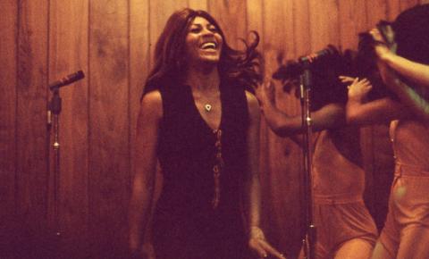 Documentário refaz caminho tortuoso de Tina Turner da violência à independência