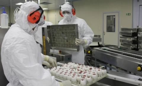 Butantan entrega 1,1 mi doses de vacina e paralisa produção por falta de insumos