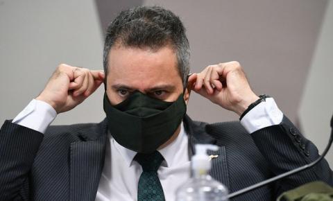 À CPI, auxiliar de Pazuello tenta justificar demora para compra de vacinas