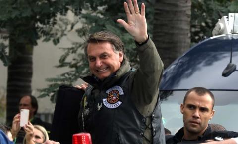 Bolsonaro cita Deus e militares, enaltece PM-SP e cloroquina e ataca isolamento