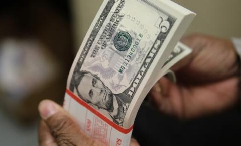 Dólar fecha acima de R$ 5 pela primeira vez em 10 dias
