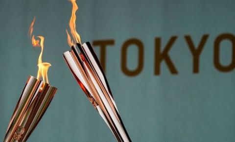 Governadora de Tóquio faz discurso de agradecimento na cerimônia de encerramento