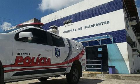 Suspeito de violência contra a mulher se esconde debaixo de cama, mas é preso em Maceió