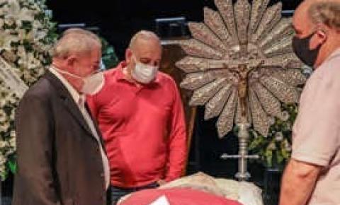 """Lula vai a velório de Sergio Mamberti: """"Obrigado por tanto, companheiro"""""""