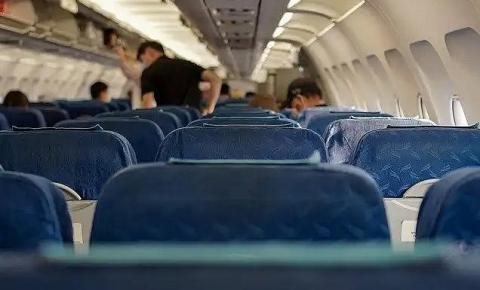 14 situações que você deveria evitar em uma viagem de avião