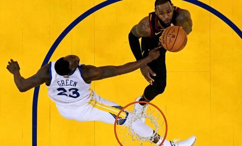 Warriors fazem 1 a 0 contra Cleveland Cavaliers na final da NBA