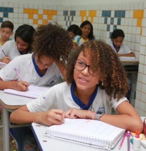 Programa Escola 10 está entre finalistas do Prêmio Excelência em Competitividade