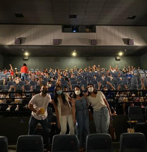 Mês da crianças: Projeto leva jovens das unidades de acolhimento ao cinema